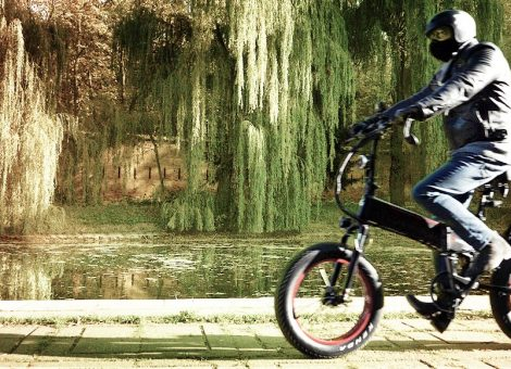 Folding E-Bike Ride and Relax